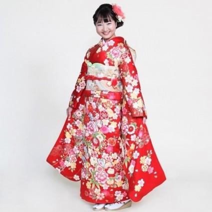 東衣装店では成人式・ご参列用として、多彩な色合いと、古典からモダンまで柄行も豊富に振袖を取り扱っております。一生思い出に残る20歳の節目に最高品質の振袖をお召しになりませんか。