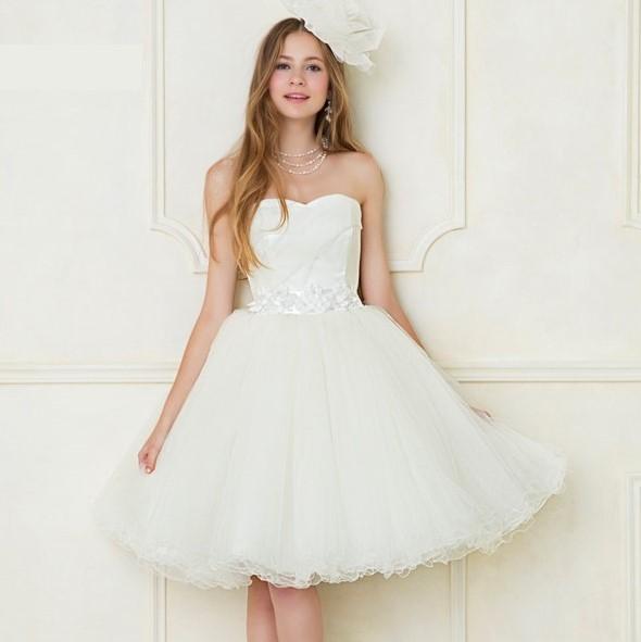 東衣装店(Azuma-Dress Tokyo ブランビジュー)では花嫁様向けに、2次会パーティー専用ドレスをレンタルしております。デザインによってミニ・ミモレ・フロアー丈の3種類のスカート丈をご用意、会場やお好みに合わせてお選びいただけます。